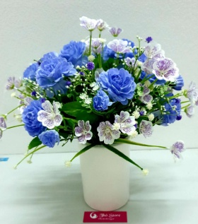 Bình hoa lụa cao cấp cẩm chướng tươi sáng góc nhỏ nhà bạn