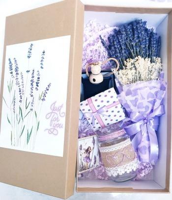 Hộp quà lavender cao cấp kèm tinh dầu và lọ sang chảnh