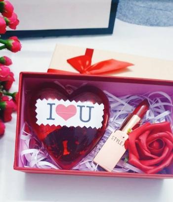 Combo Son Môi + Socola tình nhân hình trái tim + hộp decor hoa hồng đỏ