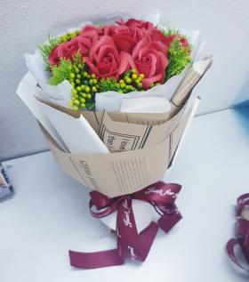 Bó hoa hồng đỏ 7b kèm hoa điểm