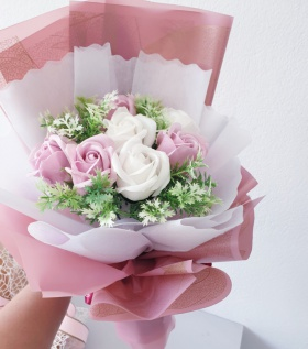 Bó hoa hồng sáp rực rỡ 7b kèm hoa điểm