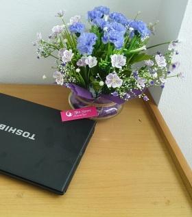 Mẫu hoa để bàn phòng khách