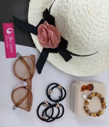 Mũ rộng vành điểm hoa hồng