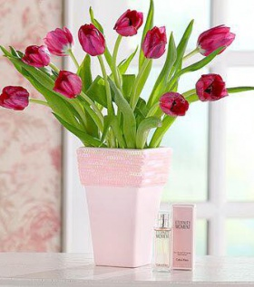 Bình hoa Tulip màu hồng sen mang sắc màu của tình yêu